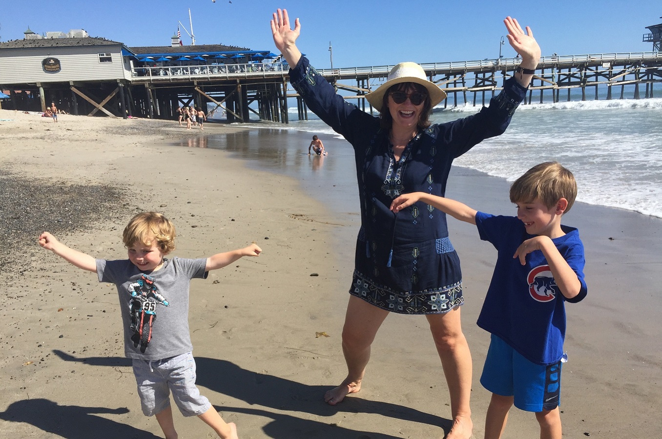 Laura Bonelle and kids San Clemente beach